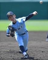 【近江―智弁和歌山】三回、好投する近江の林=阪神甲子園球場で2018年8月7日、猪飼健史撮影