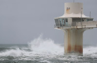 High waves due to strong Typhoon Shanshan hit an observation tower in Katsuura, Chiba Prefecture, on Aug. 8, 2018. (Mainichi)