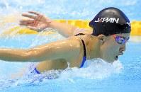 女子400メートル個人メドレー決勝を制した大橋悠依のバタフライ=東京辰巳国際水泳場で2018年8月9日、梅村直承撮影