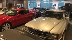 急激なインフレと金利上昇で来客がほとんどいない中古車販売店=ブエノスアイレスで2018年7月17日、清水憲司撮影