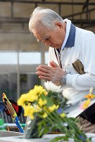 A man prays for atomic bomb victims at Nagasaki's Peace Park early on Aug. 9, 2018, as the city marks the 73rd anniversary of the U.S. atomic bombing of the city. (Mainichi)