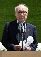 Terumi Tanaka, representative of hibakusha and a senior member of the Japan Confederation of A- and H-Bomb Sufferers Organizations, reads out the pledge for peace at Nagasaki Peace Memorial Ceremony, as the city marks the 73rd anniversary of the U.S. atomic bombing of the city, at Nagasaki's Peace Park, on Aug. 9, 2018. (Mainichi)