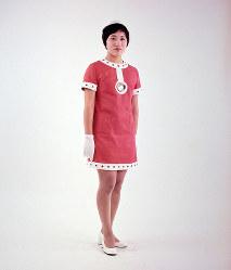 三井グループ館のホステス=1970年3月