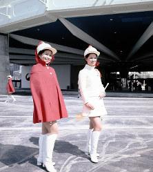 日本館のホステス=1970年3月