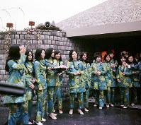ハワイ州館のホステス=1970年3月