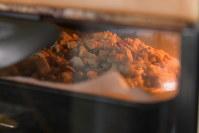 180度のオーブンで25分焼く=根岸基弘撮影