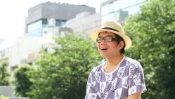 與那覇潤さん=東京都豊島区の南池袋公園で関眞砂子撮影