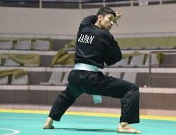 アジア大会のプンチャック・シラットに日本代表として出場する麻生大輔選手=ジャカルタで2018年7月26日、武内彩撮影