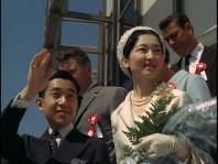 Emperor Akihito and Empress Michiko (then the Crown Prince and Crown Princess) are seen during their visit to Mexico in June 1964. (Image courtesy of MBS)