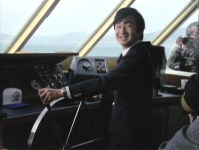 Crown Prince Naruhito (then Prince Hiro) stands at the bridge of a tourist ship in San Francisco, the United States, in 1985. (Image courtesy of MBS)