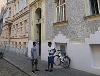 NGOが運営する難民申請者の収容施設=ウィーンで2018年8月9日午後4時54分、三木幸治撮影