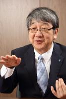 ほそい・よしひこ 1956年、兵庫県西宮市生まれ。農学博士。79年、京都大農学部卒。同大農学部助手を経て、93年、近畿大生物理工学研究所講師、生物理工学部助教授、生物理工学部教授、先端技術総合研究所長、副学長を歴任。2018年4月より現職。専門分野は生殖生理学