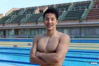 <プロフィル>瀬戸大也(せと・だいや) 1994年埼玉県生まれ。5歳から水泳を始め、中学2年の全国ジュニアオリンピックカップ(400メートル個人メドレー)で中学新記録を樹立し初優勝。早稲田大学に進学し、2013年世界水泳選手権(400メートル個人メドレー)で日本人初優勝。2015年世界水泳選手権(400メートル個人メドレー)で日本人初連覇の快挙を達成した。金メダルが期待された2016年リオ五輪では、ジュニアの頃からライバル関係だった萩野公介に敗れ、銅メダルに。大学卒業後はANA所属のプロ選手として活動している。プライベートでは昨年、元飛込日本代表選手の馬淵優佳さんと結婚。今年6月に長女・優羽ちゃんが誕生した。趣味はドライブ。この夏はゴルフにも初挑戦ではまる予感。シーズンが終わったらラウンドを増やしたいと密かに夢想する24歳。
