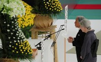 Emperor Akihito delivers his speech with Empress Michiko during an annual memorial ceremony at the Nippon Budokan arena in Tokyo's Chiyoda Ward on Aug. 15, 2018. (Mainichi)