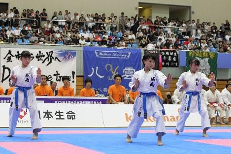 女子団体形、城南学園は昨年、同種目の5連覇を達成=空手道マガジンJKFan提供