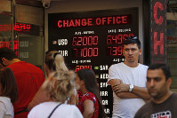 People line up at a currency exchange shop in Istanbul, on Aug. 14, 2018. (AP Photo/Lefteris Pitarakis)