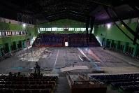 アジア大会に向けて準備が進むバレーボール会場。急きょ競技会場に指定されたため急ピッチで改装工事が行われていた=ジャカルタで2018年8月12日、宮間俊樹撮影
