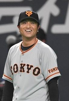 【日本ハム1-2巨人】連敗を脱出して笑顔の巨人の高橋由伸監督=札幌ドームで2017年6月9日、竹内幹撮影