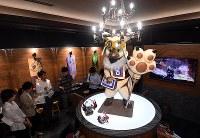 「モンスターハンター」の世界観をモチーフにした店内=大阪市天王寺区で2018年8月17日午後1時55分、小松雄介撮影