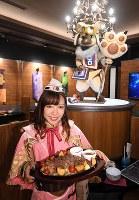 「モンスターハンター」に出てくる酒場を再現した「モンハン酒場WEST」。ゲームに登場する「受付嬢」が迎えてくれる=大阪市天王寺区で2018年8月17日午後1時47分、小松雄介撮影
