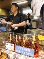 金沢の夏の味覚、泥鰌(どじょう)のかば焼き=金沢市の近江町市場で、中本泰代撮影