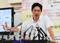 学力テストについて持論を述べる吉村洋文・大阪市長=大阪市役所で2018年8月16日、林由紀子撮影