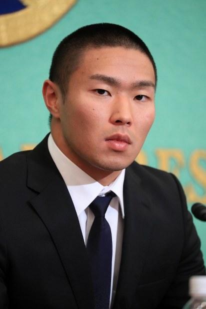 In this May 22, 2018 file photo, Nihon University American football club linebacker Taisuke Miyagawa appears at a news conference in Tokyo's Chiyoda Ward. (Mainichi)