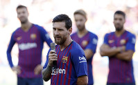 FC Barcelona's Lionel Messi talks to the crowd ahead of the Joan Gamper trophy friendly soccer match between FC Barcelona and Boca Juniors at the Camp Nou stadium in Barcelona, Spain, on Aug. 15, 2018. (AP Photo/Manu Fernandez)
