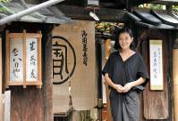 550年以上の歴史を持つ老舗そば屋を継いだ写真家の稲岡亜里子さん=京都市中京区で