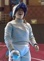 フェンシング女子サーブル個人、準決勝で敗れて銅メダルとなり悔しがる田村紀佳=ジャカルタで2018年8月19日、徳野仁子撮影
