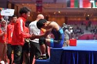 男子フリースタイル65キロ級、決勝で敗れた高谷大地(右)=ジャカルタで2018年8月19日、徳野仁子撮影