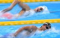 競泳男子800メートル自由形で2位の竹田渉瑚(手前)。奥は優勝した中国の孫楊=ジャカルタで2018年8月20日、宮間俊樹撮影