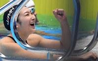 競泳女子100メートル自由形で優勝し笑顔の池江璃花子=ジャカルタで2018年8月20日、宮間俊樹撮影