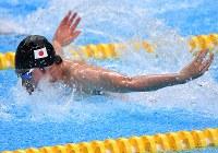 競泳男子200メートル個人メドレーで2位の萩野公介のバタフライ=ジャカルタで2018年8月20日、宮間俊樹撮影