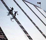 外壁の鏡が張られたカナダ館=1969年8月15日