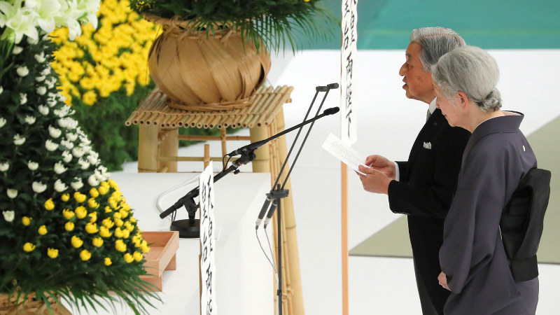全国戦没者追悼式で、おことばを述べられる天皇、皇后両陛下=東京都千代田区の日本武道館で2018(平成30)年8月15日、長谷川直亮撮影