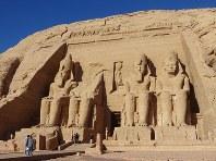 約4年かけて移設されたアブシンベル神殿=エジプト南部アブシンベルで、篠田航一撮影