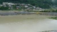 氾濫した熊野川=和歌山県新宮市熊野川町日足で2018年8月24日、阿部弘賢撮影