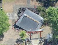 台風20号で倒壊した神社=京都市東山区で2018年8月24日午前11時47分、本社ヘリから加古信志撮影