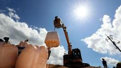豪雨被害の復旧作業が続く岡山県倉敷市の真備町地区