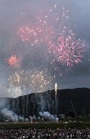 夏の甲子園で準優勝した金足農をたたえて打ち上げられた記念花火=大仙市で2018年8月25日午後6時12分、北山夏帆撮影