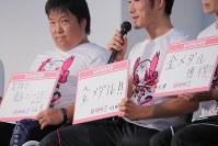 東京2020パラリンピックカウントダウンイベントで2年後の目標を掲げる選手たち=東京都江東区で2018年8月25日午後5時8分、和田大典撮影