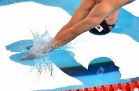 【アジア大会】競泳男子100メートル平泳ぎ予選を全体4位で通過した渡辺一平=ジャカルタで2018年8月22日、宮間俊樹撮影