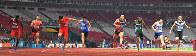 陸上男子100メートル準決勝、3位でフィニッシュする山県亮太(右から4人目)。左から3人目は優勝した中国の蘇炳添=ジャカルタのブンカルノ競技場で2018年8月26日、徳野仁子撮影