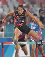陸上男子400メートル障害準決勝、1組の1着で決勝進出を決めた安部孝駿=ジャカルタで2018年8月26日、徳野仁子撮影
