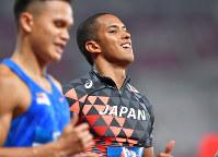陸上男子100メートル準決勝で3着でフィニッシュし、決勝進出を逃したケンブリッジ飛鳥=ジャカルタのブンカルノ競技場で2018年8月26日、徳野仁子撮影