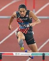 陸上男子400メートル障害決勝、3位に入った安部孝駿=ジャカルタのブンカルノ競技場で2018年8月27日、徳野仁子撮影