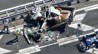 事故:トラック5台が衝突 運転の...