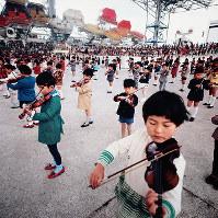 子どもたち1000人のバイオリン大合奏=お祭り広場で1970年