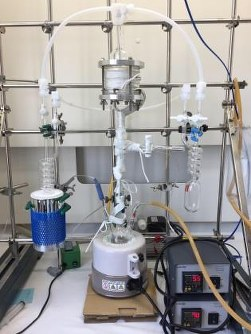 This photo shows the equipment capable of separating tritium water. (Photo courtesy of Kindai University)